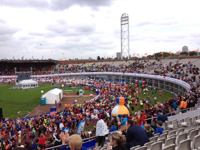 Unsere Laufreise zum Amsterdam Marathon - Start und Ziel Olympiastadion